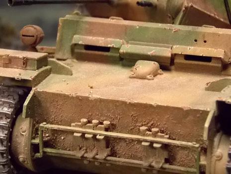 Späte Frontpartie mit Ersatzketten als Truppenumbau am Bug.