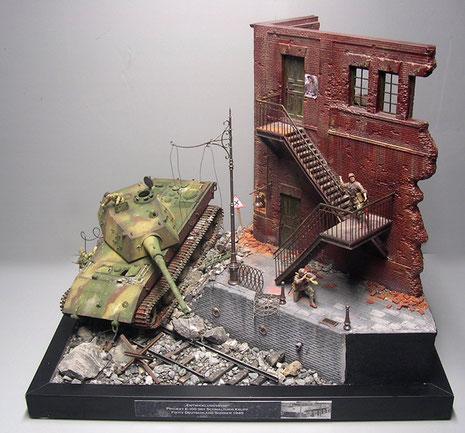 Trotz der grausamen Szene hat das Projekt viel Freude bereitet, da hier viele Elemente gut harmoniert haben. Über eine ausbootende Panzerbesatzung sollte man allerdings jetzt noch nachdenken:-)