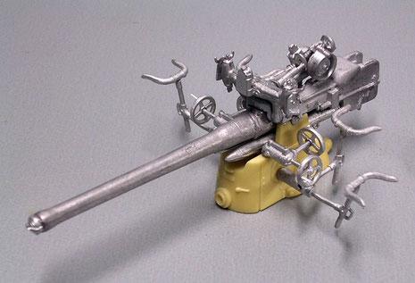 Die U-Boot 88mm im Rohbau, auch ein Mixed aus Zinnguss und Resinteilen. Die typische Leine um das Rohr kommt natürlich erst nach dem Airbrushen.