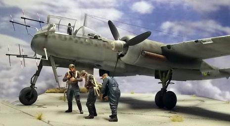 Durch die Gruppe wird die Größe der Heinkel sehr deutlich.