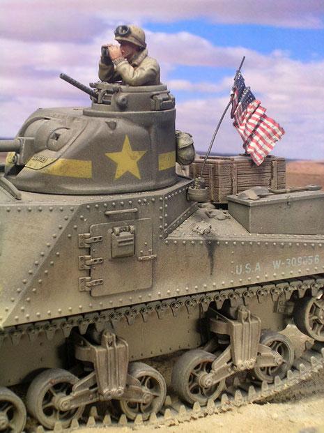Die schöne US Fahne ist aus Bleifolie gemacht und perfekt bemalt. Beachte auch die Auslaufspuren am Tankdeckel.
