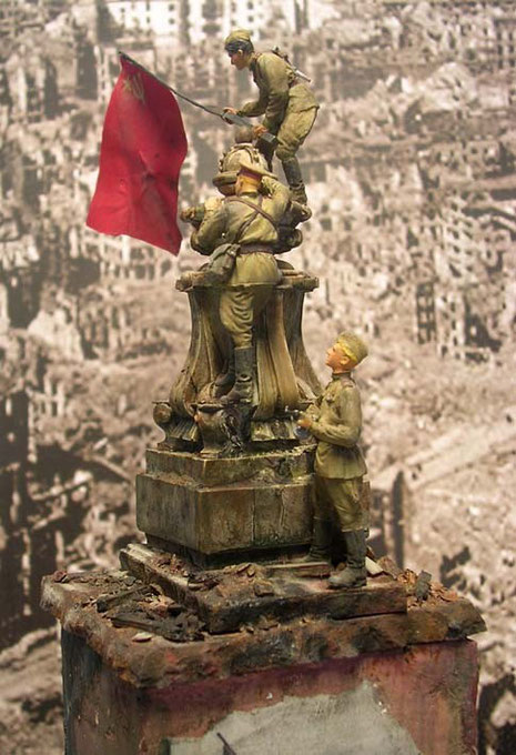 Die Zerstörungen am Reichstag durch die tagelangen Kämpfe machten nicht Halt vor wertvollen historischen Gebäudedetails.