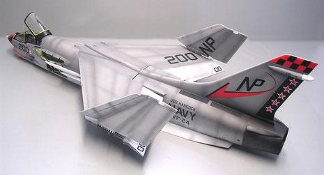 Auch bei diesem Modell werden die Flügelspitzen angeklappt, um die Mechanik zu zeigen. Die Höhenruder sind zwecks Versand nicht montiert!