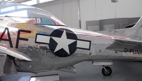 Mit deutscher Flugzulassung und amerikanischen Hoheitszeichen, sieht sie fast so original aus, wie 1945.