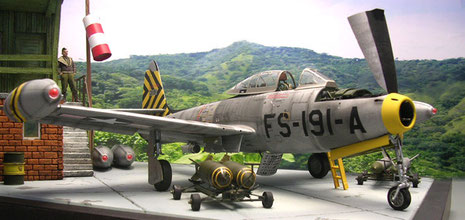 Die Flügelstationen erlaubten eine immense Zuladung von Bomben und Raketen-die schweren Kaliber an Pylonen nahe der Flügelwurzeln.