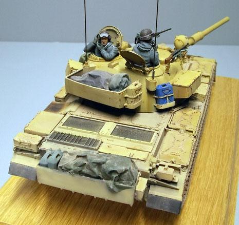Zusätzlich wurden bei dem Umbau die Staukisten an Heck und Turm angeschweisst, da es bekanntlich in den T-55 für die Besatzung schon extrem eng zuging.