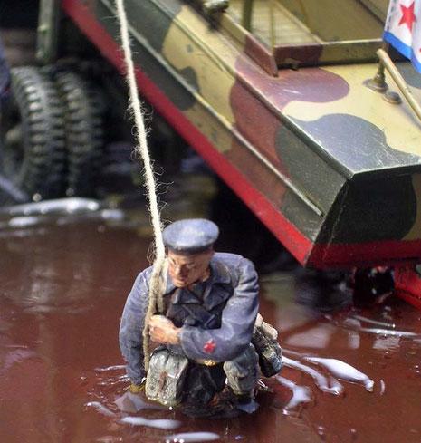Sowjetische Marineinfanteristen mit dem Roten Stern auf den Ärmeln.