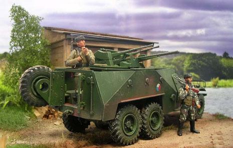 Wie nach den klassischen Vorblider der frühen Schützenpanzer öffnen sich hinten zwei Hecktüren, um der Infanterie das geschützte Verlassen des Fahrzeuges zu ermöglichen.