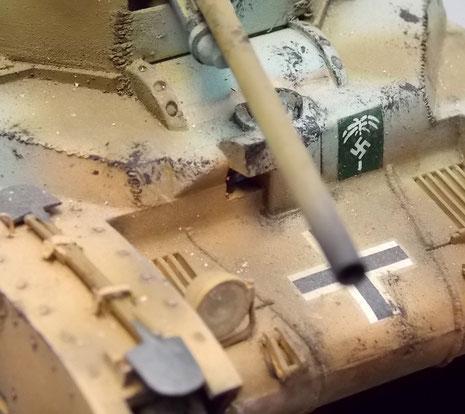 Frontpanzerung mit Balkenkreuz.