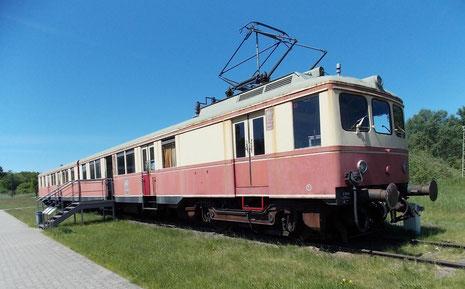 S-Bahn-Waggon, der für den Transport von Arbeitern und Ingenieuren von ihren Wohneinheiten zum Testgeländen sorgte. Er wurde nach Kriegsende in einem Depot in Süddeutschland entdeckt.