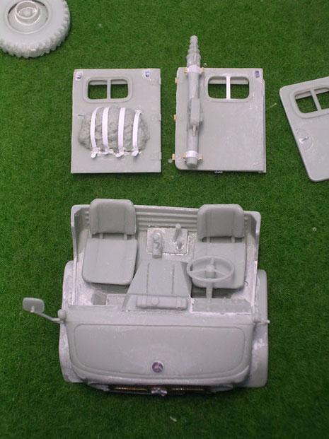 Montierter Führerstand und rückwärtigen Türen, man sieht die Spachtelspuren und Nachdetaillierungen mit Plastikmaterial.