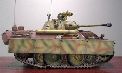 Die frühen Panther-Kettenschürzen wurden auch bei diesem Prototyp probeweise angebracht. Nur 5 Laufrollen reichen für das verkürzte Fahrgestell.