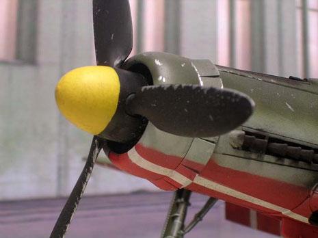 Auch an den Propellerflügelkanten sind die Abnutzungsspuren vorhanden.