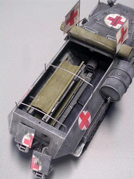 Auch hier die übereinander angebrachten Tragbahren im Kampfraum.