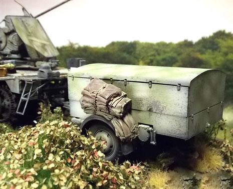 Der Sonderanhänger mit dem vergrößerten Munitionsvorrat.