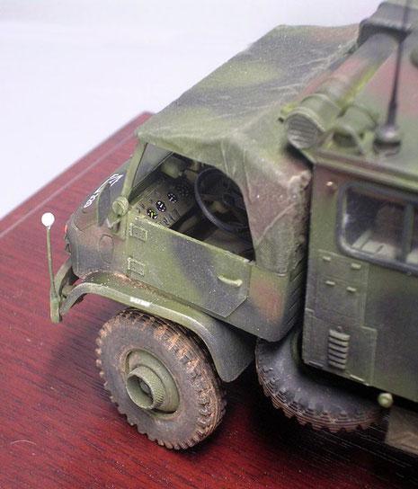 Mit Decals lässt sich auch gut die Armaturen des oft überforderten Unimog-Motors gut gestalten.