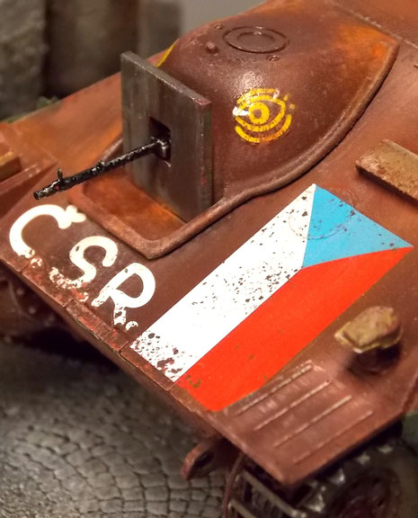 Eine aufgeschweisste Frontplatte verschliesst die Kanonenöffnung und bietet Platz für ein erbeutetes MG34.