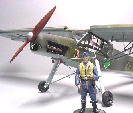 Der Größenvergleich mit einer Pilotenfigur.