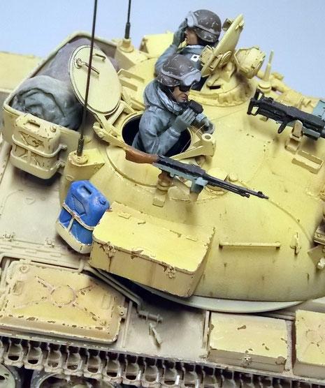 Die IDF stattete die Fahrzeug mit umfangreicher Nahbewaffnung durch zusätzliche Turm-MG aus.