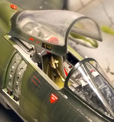 Cockpit mit Aires-Resinsitz und Ätzteile für die Gurte.