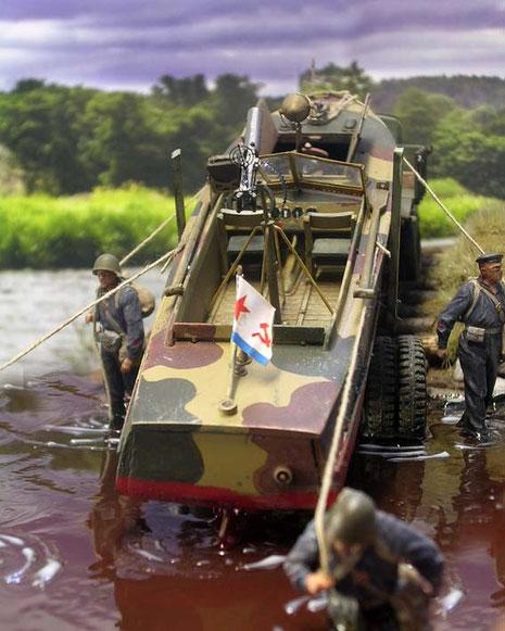 Hier man gut sehen, wie das getarnte Boot mit der Umgebung verschmilzt.