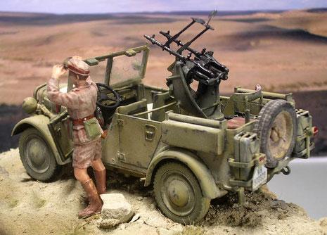 Zusätzliche Kanister an der Wagenrückseite waren speziell für den Wüsteneinsatz notwendig.