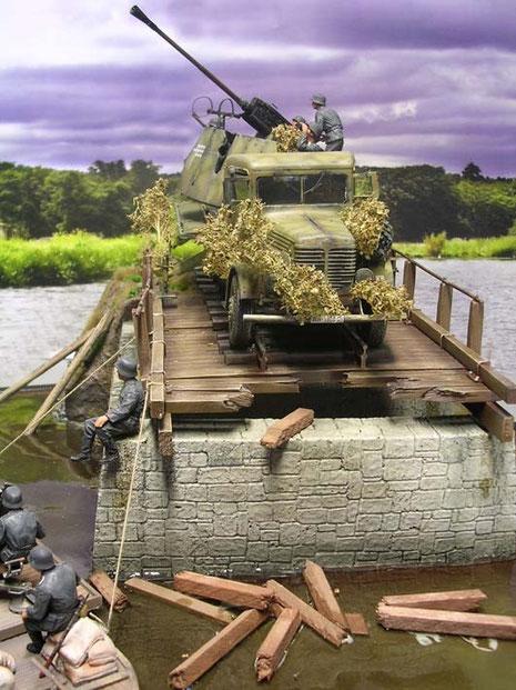 Die Verlinden-Brücke ist eine tolle Mischung aus Giesskeramik und Resinteilen, die man durch Washings sehr gut kitzeln kann.