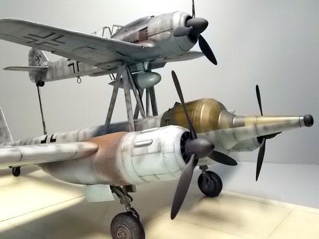 Die umgebaute Ju-88 mit dem gewaltigen Sprengkopf wirkt ohne Pilotenkanzel scheinbar führerlos.
