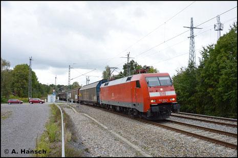 152 124-4 hat am 5. Oktober 2016 GA 52813 am Haken. Der Zug wurde an diesem Tag über Chemnitz umgeleitet. Ich erwartete ihn am ehem. Abzw. Furth kurz vorm Hbf.