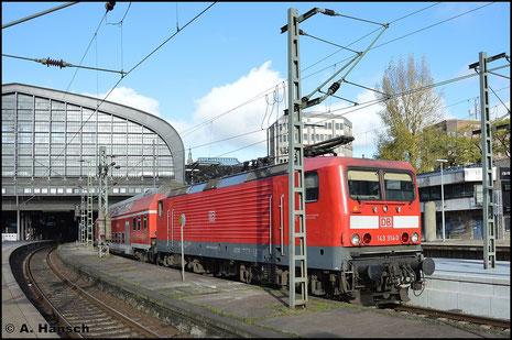 143 314-3 wartet mit einer RB in Hamburg Hbf. auf Ausfahrt (8. November 2015)