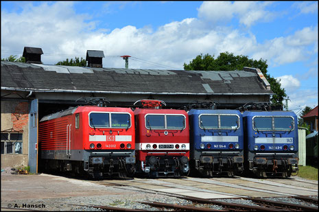 Noch im ex RBH-Farbschema ist am 31. Juli 2021 auch 143 124-6 (zweite v.r.) im Bw Weimar zu sehen