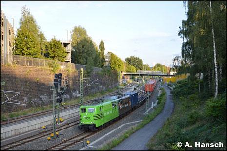 Mit grüner Seite voraus erwischte ich die Lok am 4. September 2017 mit umgeleitetem Containerzug DGS 63301 kurz vor Chemnitz Hbf.