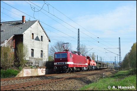 Am 10. April 2019 ist 143 650-0 (Deltarail 243 650-9) vor 261 001-2 mit Leerautozug nach Falkenberg unterwegs. In Chemnitz-Furth entstand ein Bild des Zuges
