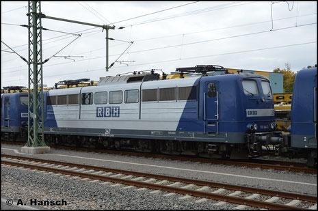 Die RBH stellt aktuell ihre Loks der BR 151 ab und ersetzt sie durch die BR 145. 151 144-3 (RBH 267) ist eine der Maschinen, die am 3. Oktober 2018 in Chemnitz Hbf. auf den Verschub ins Stillstandsmanagement warten