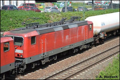143 807-6 und Vorspannlok 143 036-2 ziehen am 4. Mai 2018 EZ 51088 durch die Chemnitzer Stadtlage