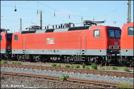 143 204-6 (MEG 602) sonnt sich am 10. Oktober 2015 zwischen zwei Schwestermaschinen im Vorfeld des Leipziger Hbf.