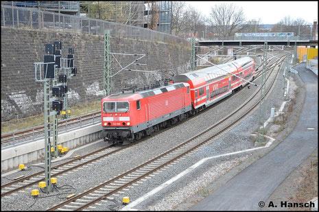 Im ersten Adventskalendertürchen war 2015 143 909-0 mit RB nach Dresden, die hier gleich Chemnitz Hbf. erreicht hat (1. Dezember 2015)