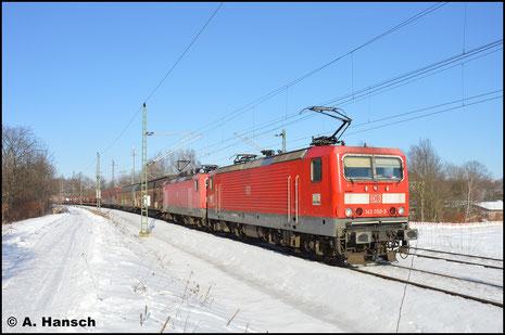 Seit die DB die BR 143 auch vor Güterzügen einsetzt, schaffen es auch Loks aus ganz anderen Ecken in unsere Region. So wie am 28. Januar 2017, als 143 050-3 vor 143 841-5 den GA 52811 durch Chemnitz-Furth gen Hbf. zieht