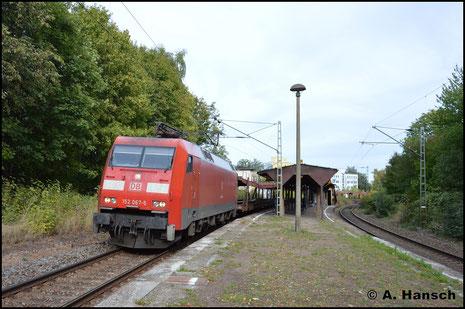 Am 26. September 2018 zieht 152 067-5 den EZ 52813 durch Chemnitz-Mitte gen Mosel