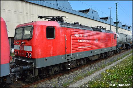 In eigenen Diensten benötigt die DB die Lok am 23. Juli 2021 an einem Kesselzug aus Buna. Vorspann leistete 143 841-5. Der Zug wurde in Chemnitz Hbf. zunächst zwischengestellt