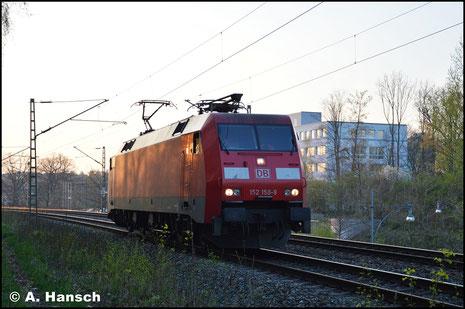 152 150-9 befährt am 17. April 2018 das Bäckerviadukt in Chemnitz gen Hbf.