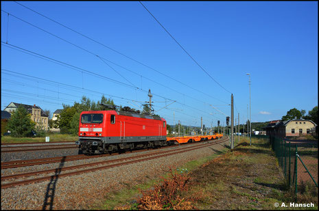 143 276-4 bringt am 14. September 2021 fabrikneue Wascosa-Containertragwagen nach Niederwiesa. Am Zielbahnhof erwartete ich die Fuhre