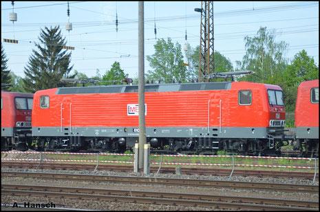"""143 848-0 (MEG 610) ist die neueste BR 143 bei der DB-Tochter """"MEG"""". Am 11. Mai 2016 steht sie gemeinsam mit zwei Schwesterloks in der Nähe von Leipzig-Messe"""