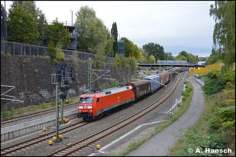 Den GA 52804 hat am 27. September 2018 152 095-6 am Haken. Hier ist der Zug in der Chemnitzer Stadtlage zu sehen