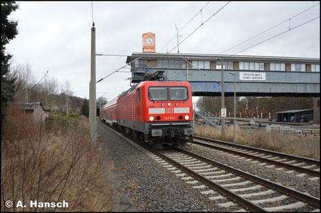 143 932-2 fährt am 27. Dezember 2016 mit RB 30-Ersatzgarnitur in den Hp Chemnitz-Hilbersdorf ein. Grund des Einsatzes waren massive Ausfälle der BR 1440 der MRB, die die Linie Dresden - Zwickau eigentlich bedient