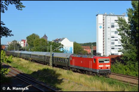 Am 29. Juni 2019 ist 143 963-7 in Diensten der TRIANGULA Logistic Service GmbH aus Gelenau mit einem Sonderzug von Zwickau nach Berlin unterwegs. In Chemnitz-Süd konnte der Zug dokumentiert werden.