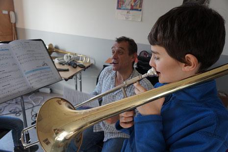 Ecole de musique : jeune musicien durant son cours individuel.