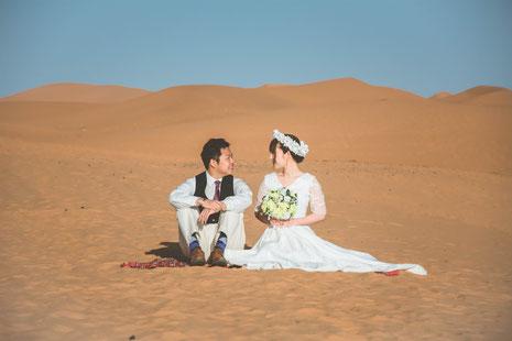 モロッコ・サハラ砂漠/白いウェディングドレス姿がとても映えます!