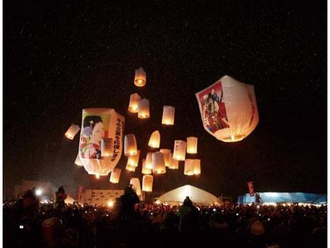 西木の冬祭り「紙風船上げ」