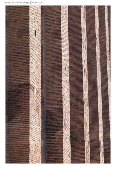 Die Fassade der Basilika, Konstantins Arbeitsplatz in Trier.